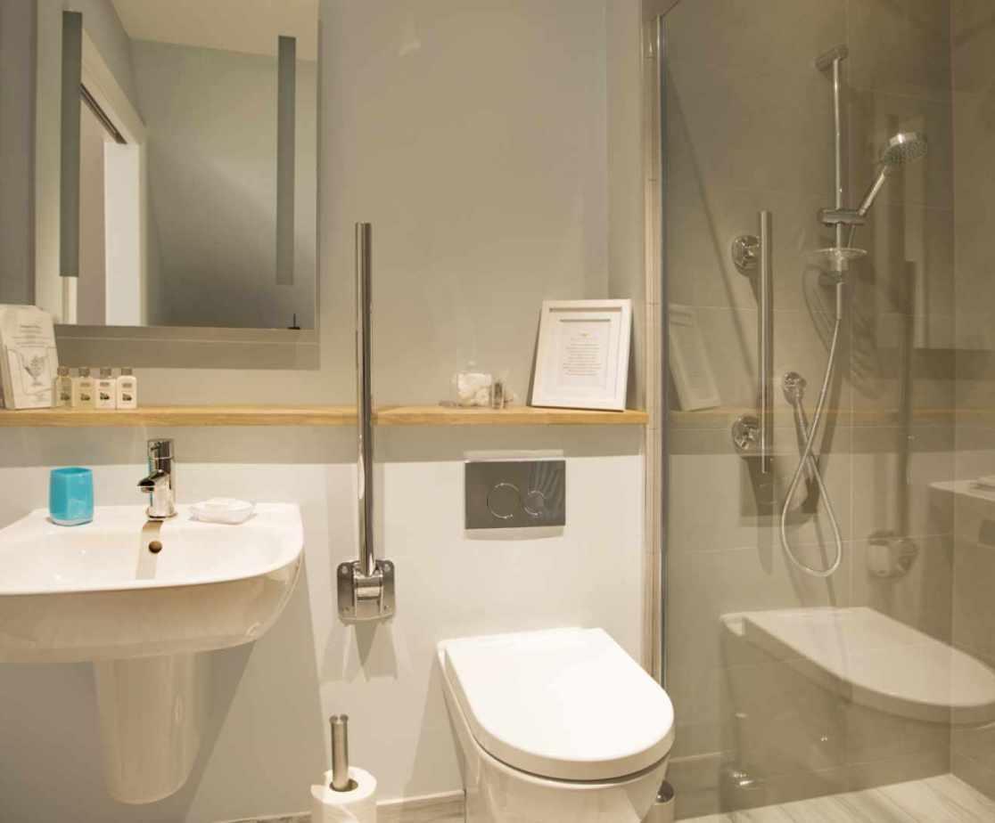 Luxury Perthshire Farmhouse, mobility impaired bathroom