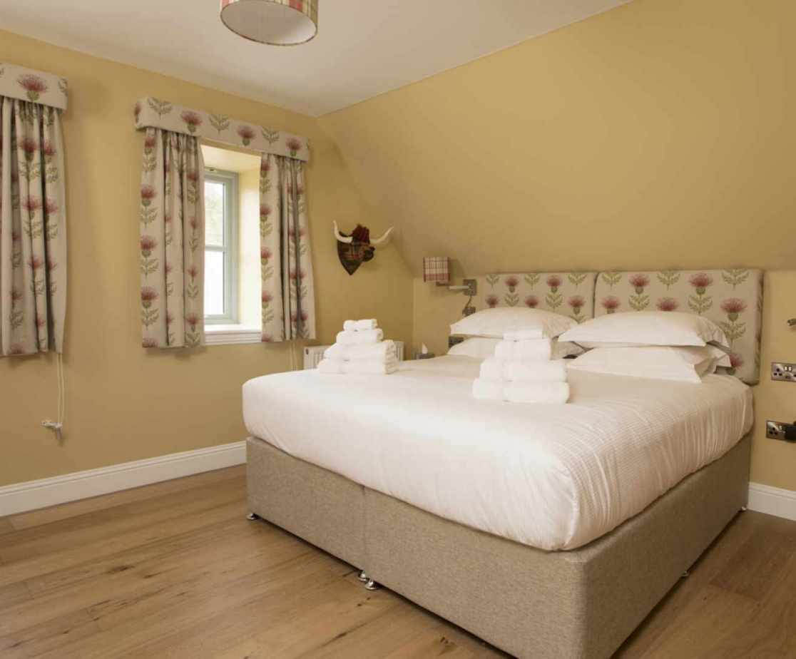 Luxury Perthshire Farmhouse, Super-King Double Zip and LInk  Bedroom