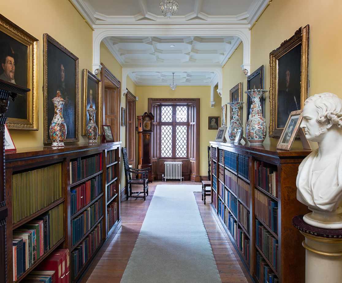 Luxury Melrose Castle | Hallway