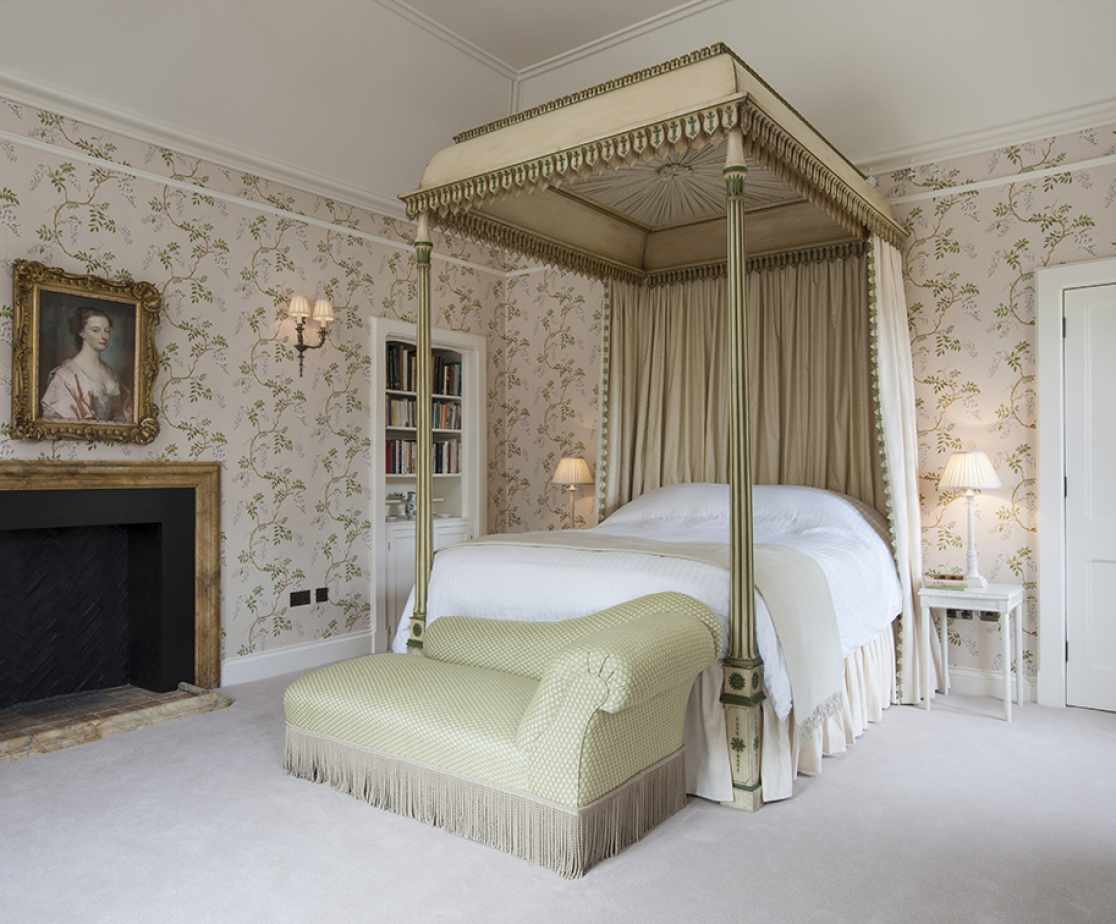 Four Poster Bed Suite | Luxury Melrose Castle