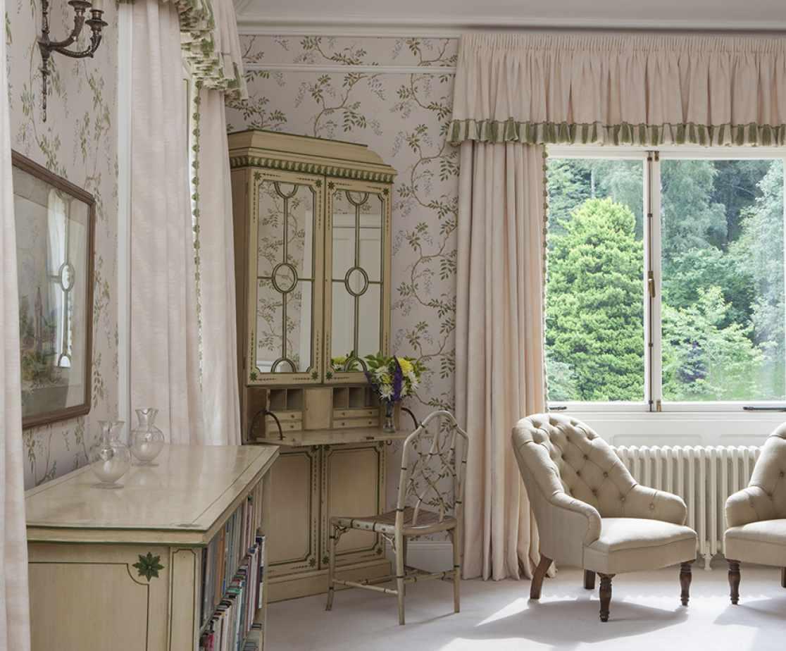 Bedroom Suite | Luxury Melrose Castle
