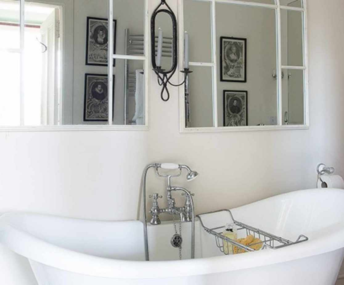 Laird\'s Ensuite Bathroom