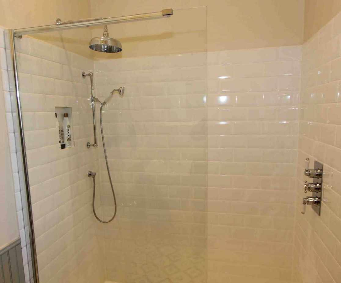 En-suite shower room for \'Garden\' bedroom