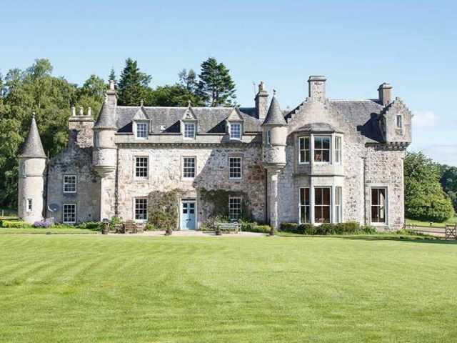 Situated within 250 acres of grounds overlooking Bennachie | © Daniel Wilcox Photography