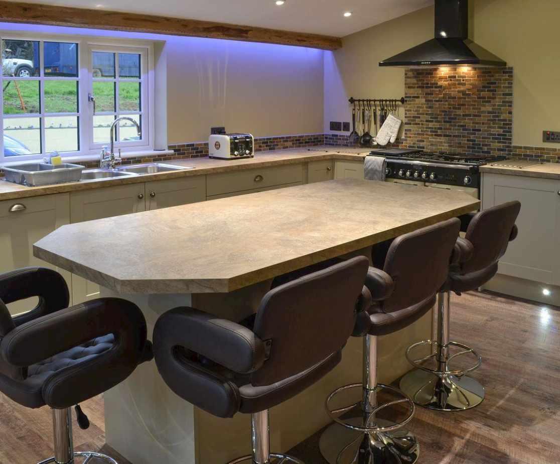 Lovely modern kitchen with breakfast bar