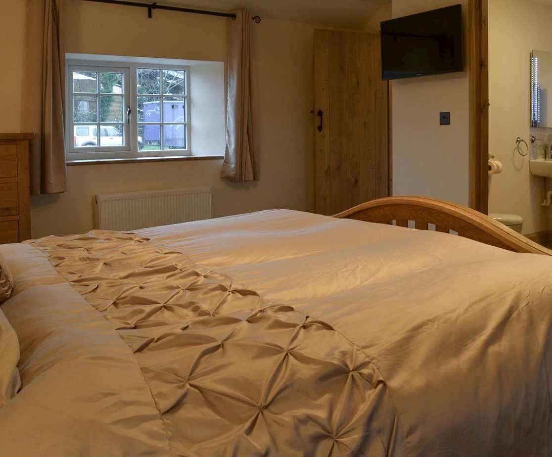 Comfortable double bedroom with En-suite